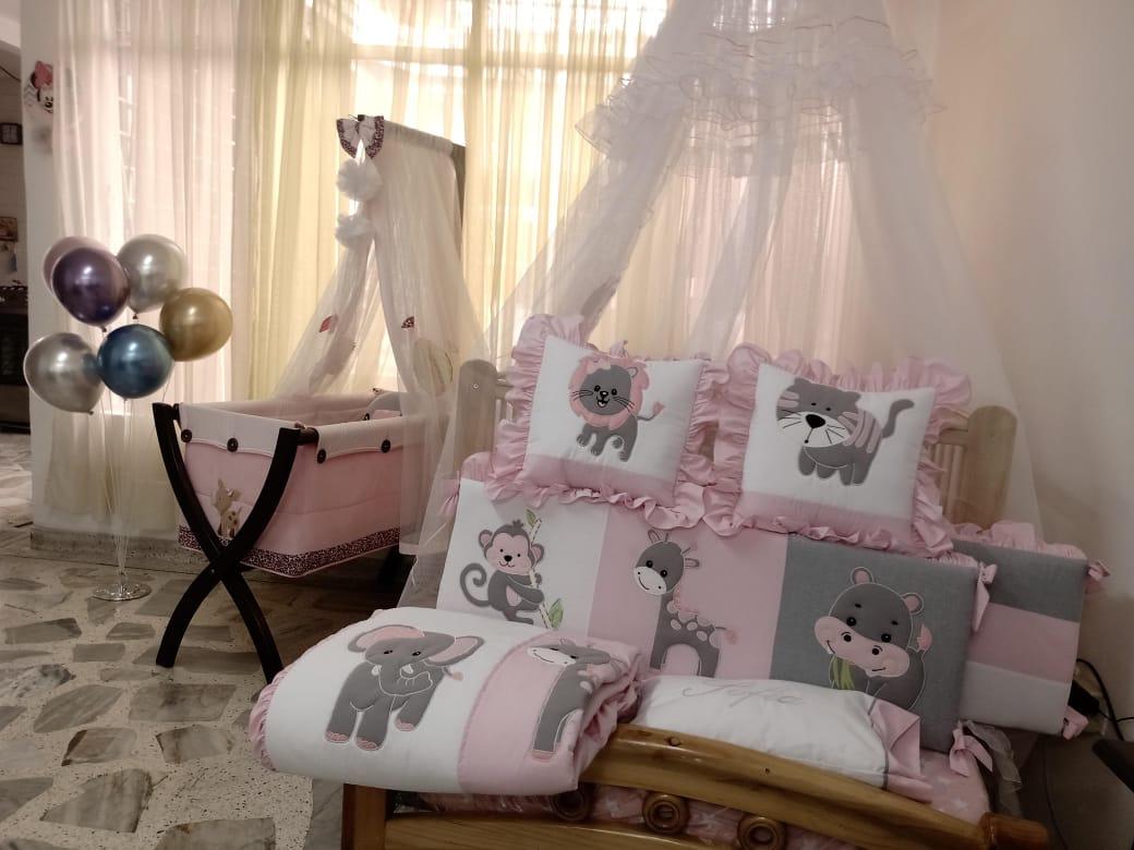 Rosa, gris y blanco para una decoración femenina y moderna